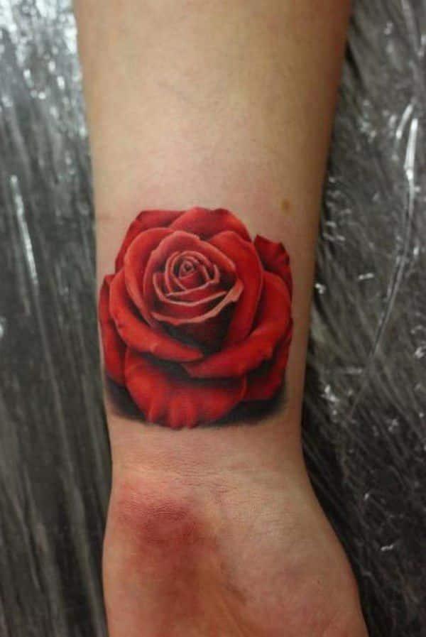 tatuaje de flor en la muñeca