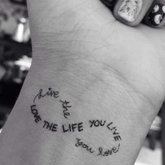 tatuaje estilo infinito