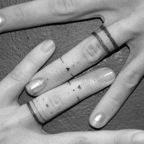 anillo tatuaje pareja
