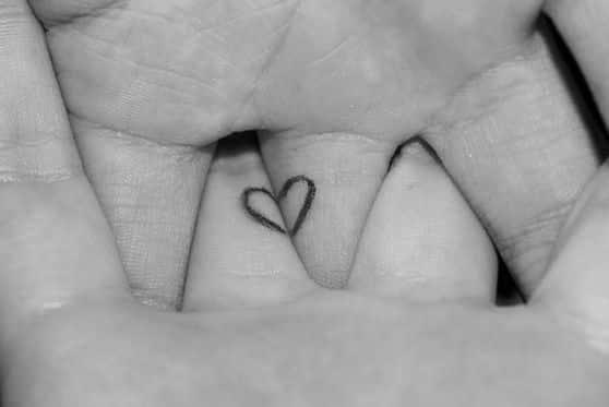 tatuaje corazon pareja
