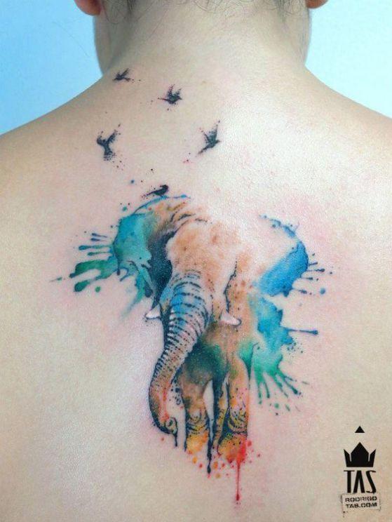 tatuaje a color en la espalda