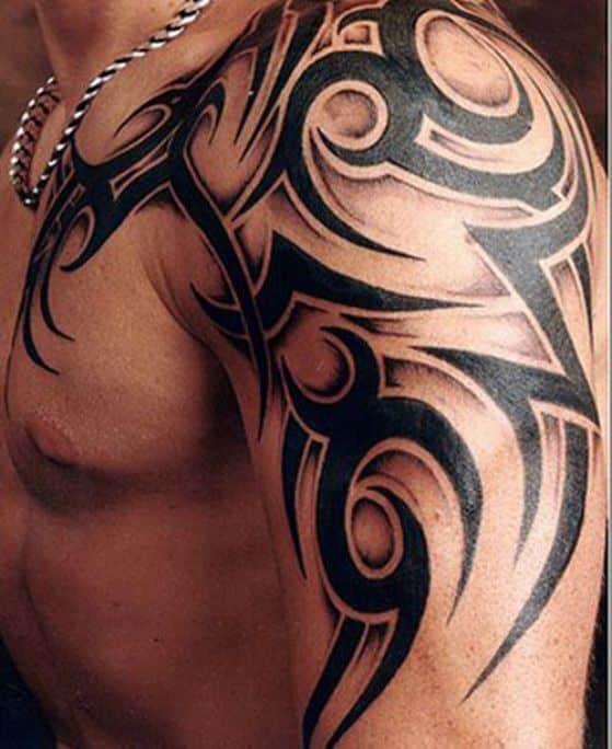 diseño tribal tattoo hombro