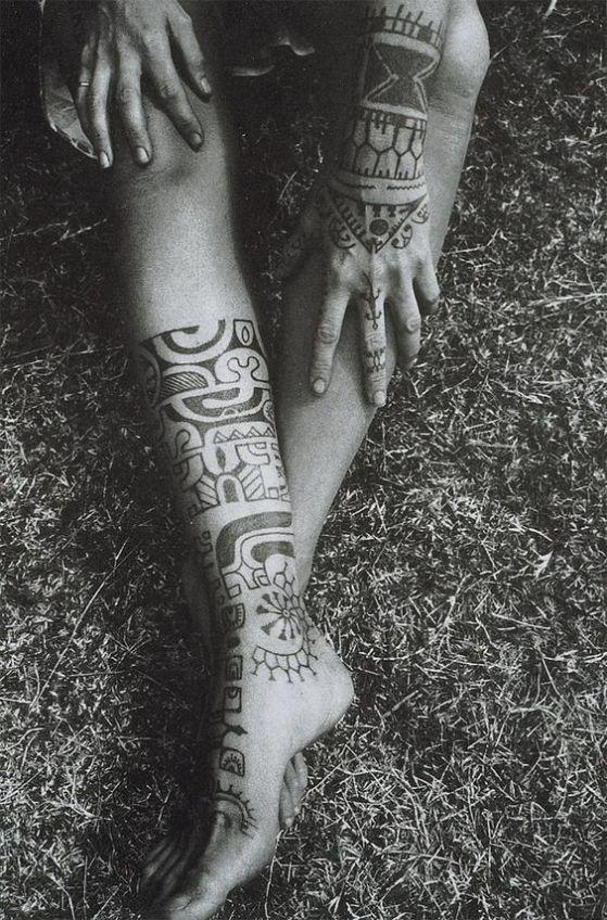 hombres tribal en piernas