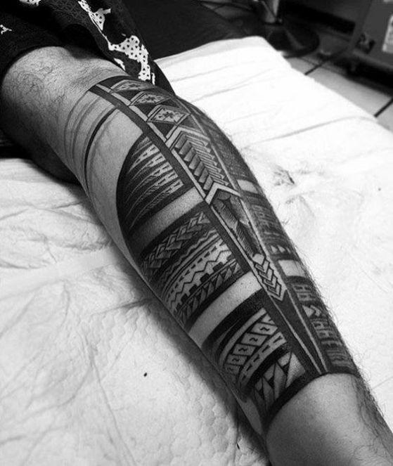 tribal pierna hombre