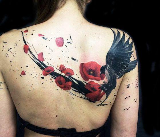 obra de arte rosa en la espalda