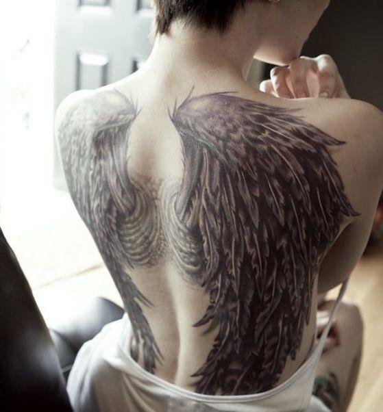 Alas tattoo 2 - Tatuajes de alas diferentes estilos a color, en negro y sus significados