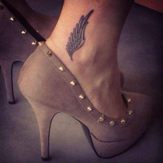 Tatuajes de alas 4 - Tatuajes de alas diferentes estilos a color, en negro y sus significados