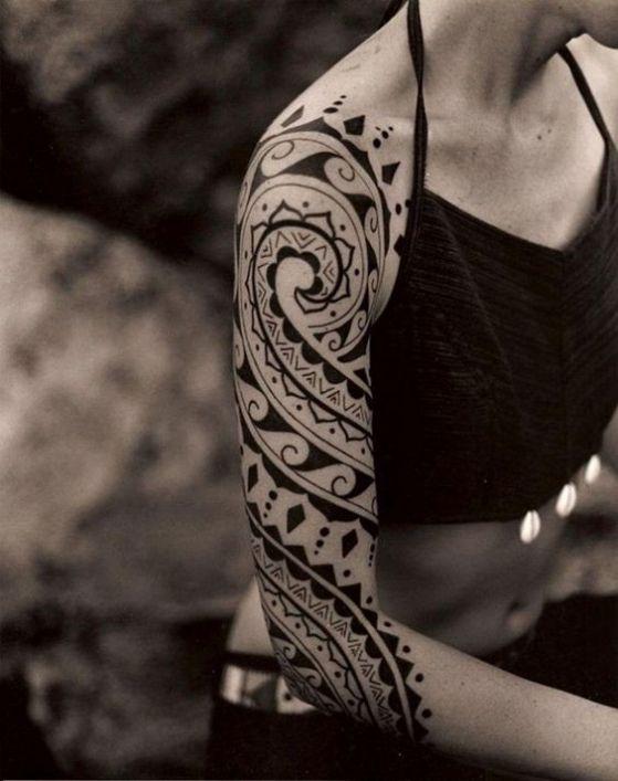 brazo tatuaje maori