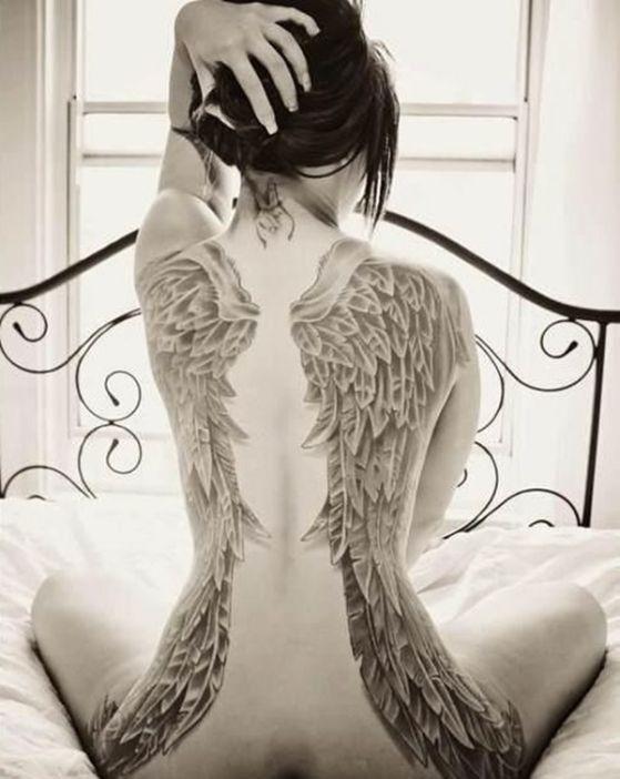 ideas para tatuajes de alas 1 - Tatuajes de alas diferentes estilos a color, en negro y sus significados