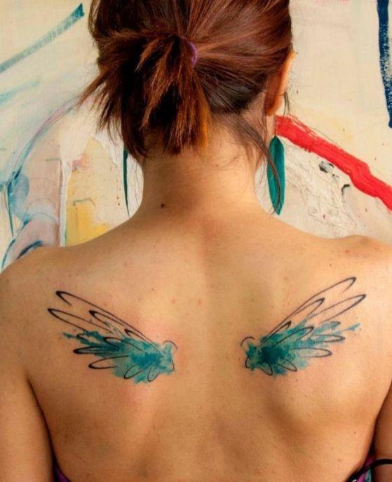 ideas para tatuajes de alas 4 - Tatuajes de alas diferentes estilos a color, en negro y sus significados