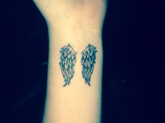 tattoos con alas 2 - Tatuajes de alas diferentes estilos a color, en negro y sus significados