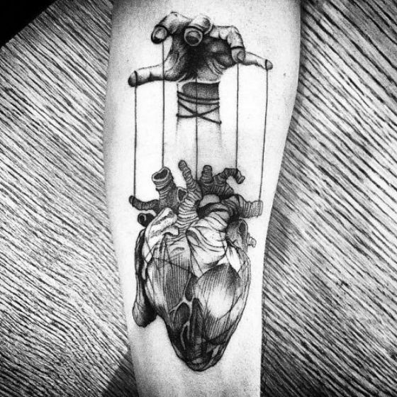 tatuaje a blanco y negro