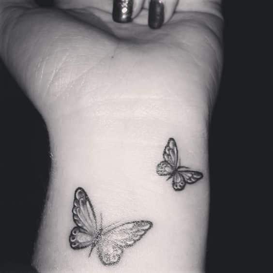tatuaje-de-mariposa-en-la-mano