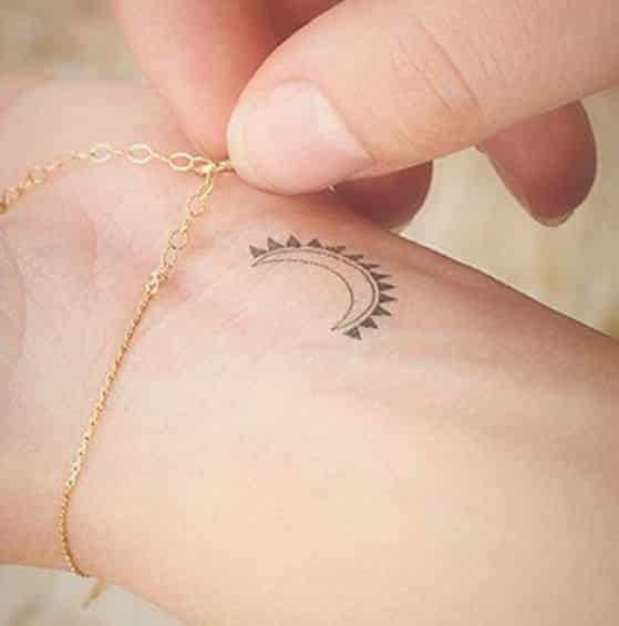 40 Tatuajes De Lunas Conoce Sus Diferentes Disenos Y Significados