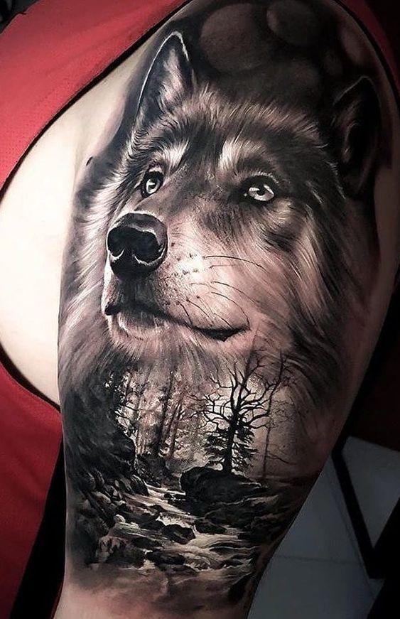 tatuaje de lobo bosque