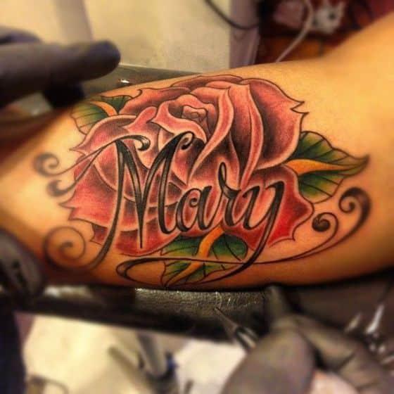 brazo tattoo con rosas