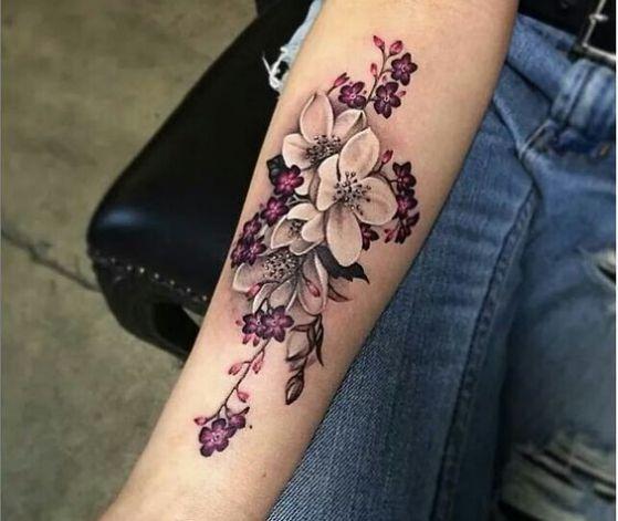 cerezo flor tatuada