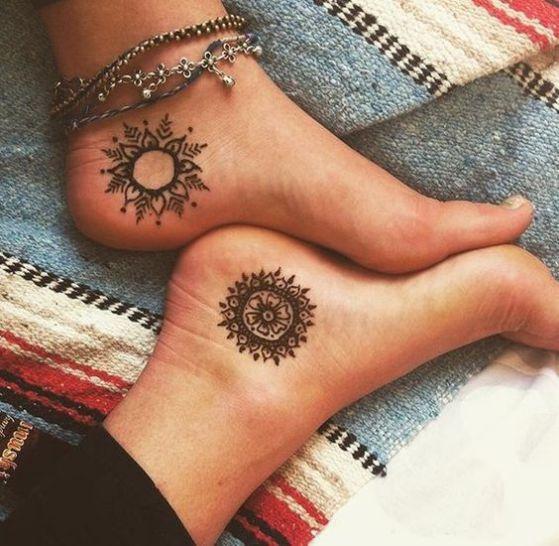 chicas tatuaje tipo mandala