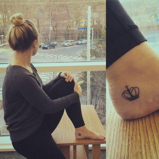 coronas en los pies tattoo