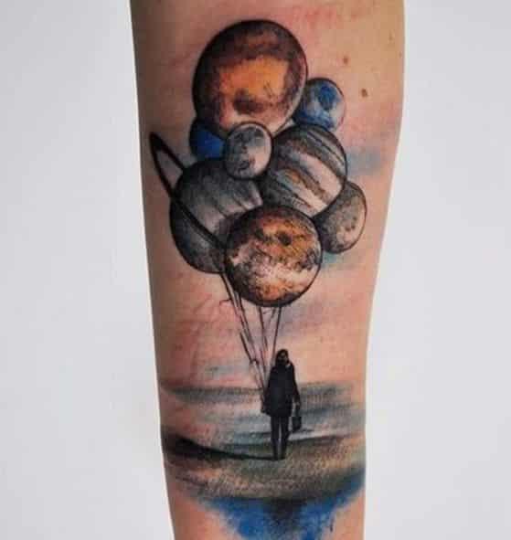 el universo en la mano tatuaje