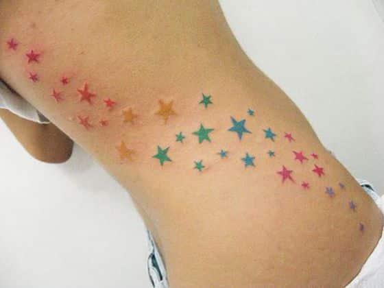 estrellas de color tatuaje