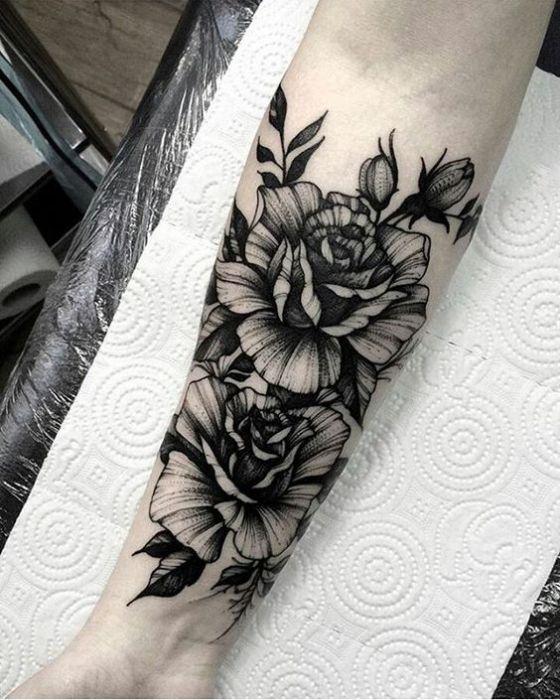 flores en negro bonito tattoo