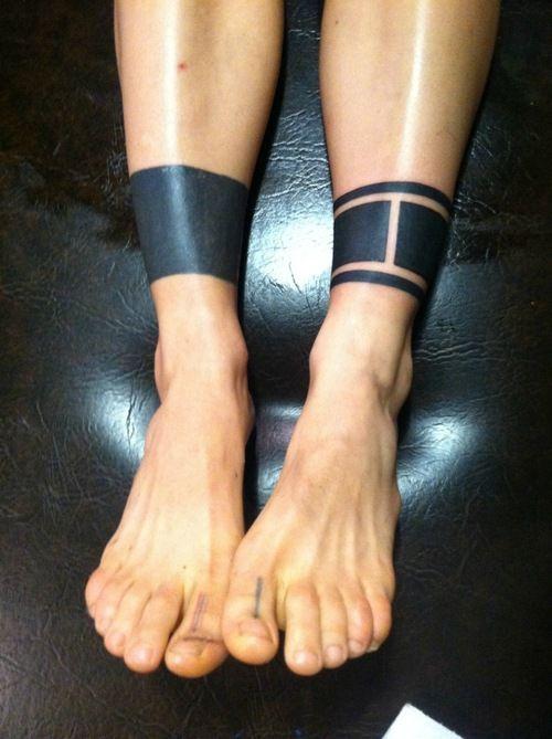 hombres diseño en negro tatuaje