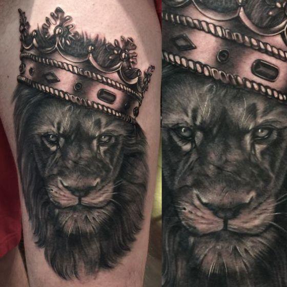 leon realista con corona
