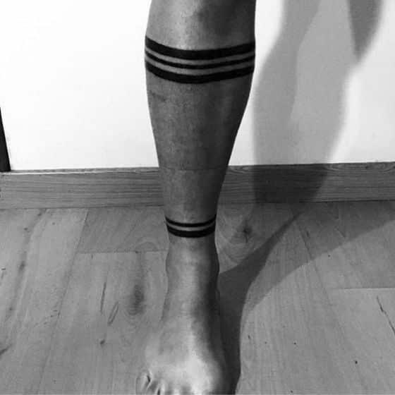 lineas neggras tattoo hombres