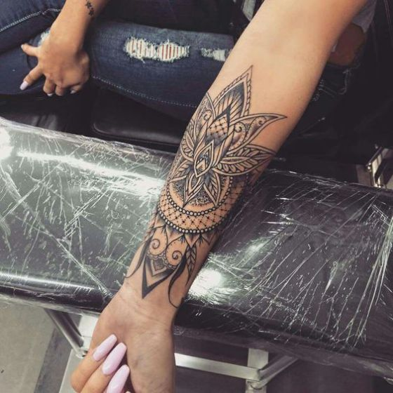 mandala tattoo antebrazo