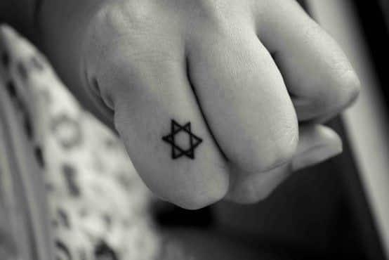 pequeño tatuaje estrella david en ededo