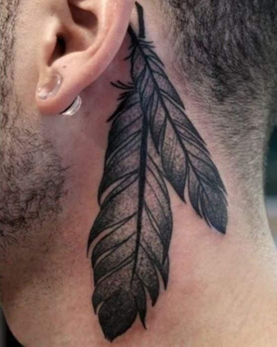 plumas en el cuello tatoo