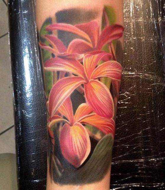 rosas realistas en el brazo