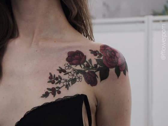 rosas y flores tatuaje