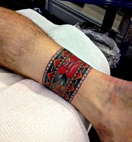 Fotos de tatuajes en la barriga de mujeres 18