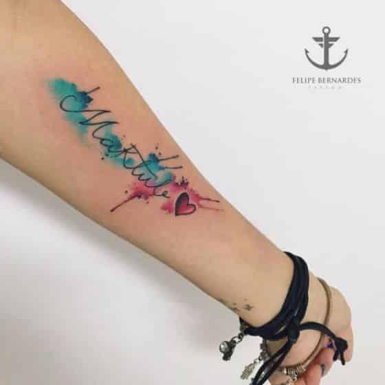 tatuaje en el brazon con nombres
