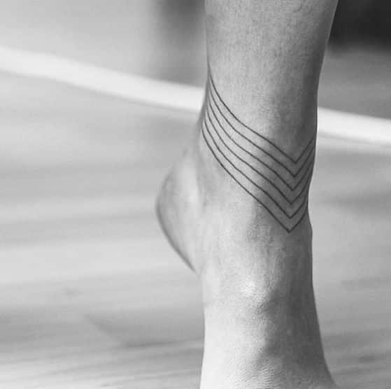 tatuaje minimalista hombres
