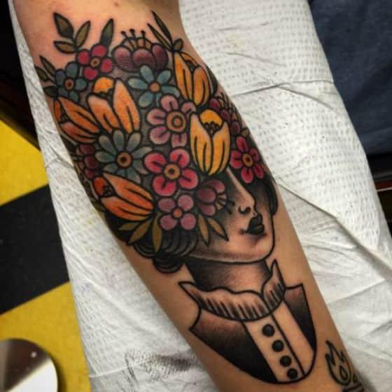 tatuaje sencillo de flores