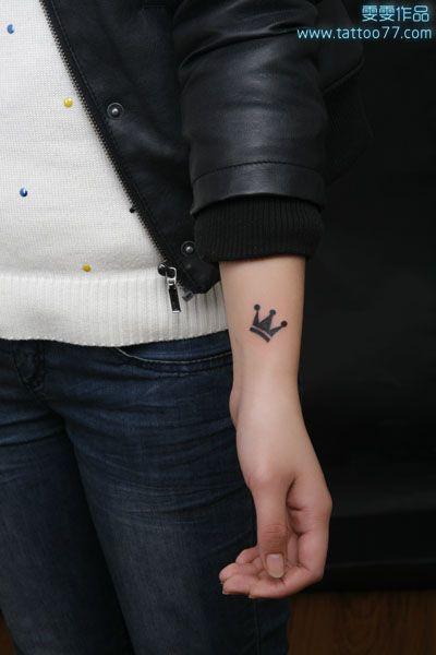 Tatuajes De Corona En La Muñeca (2)