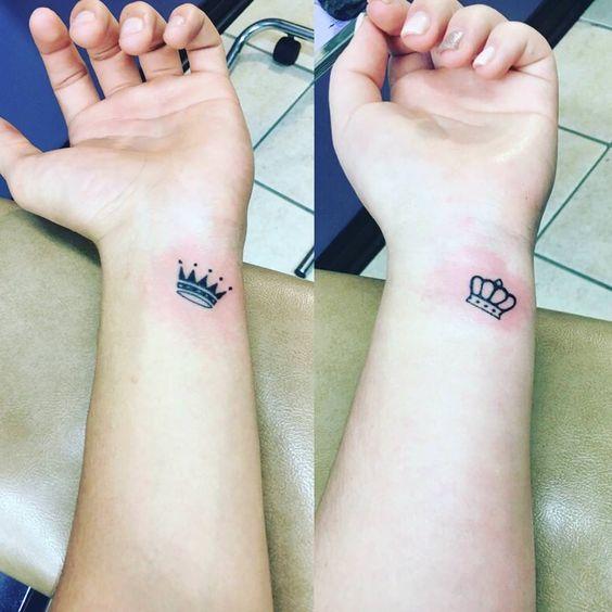 Tatuajes De Corona En La Muñeca (3)