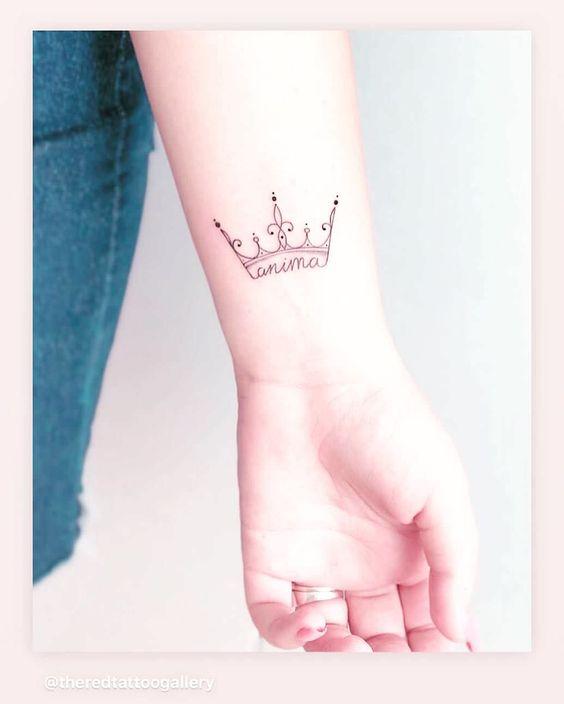 Tatuajes De Corona En La Muñeca (4)