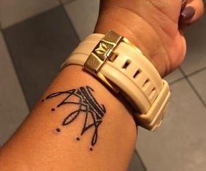 Tatuajes De Corona En La Muñeca (9)