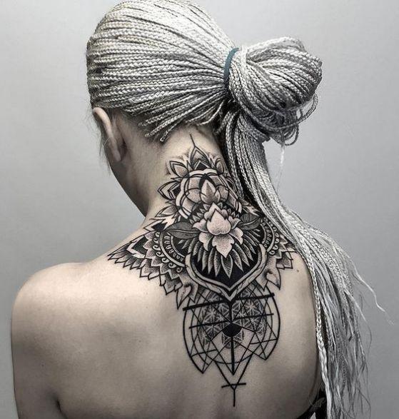 tatuajes en el cuello chicas