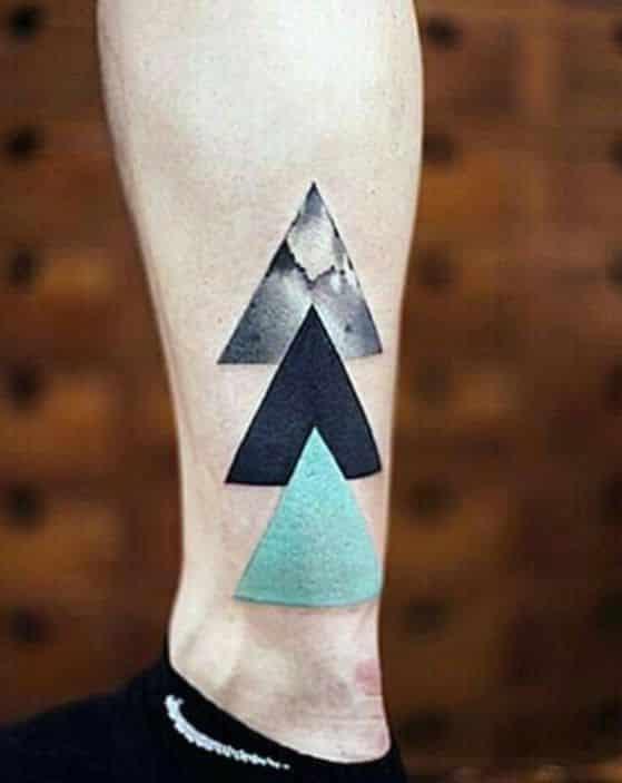 triangulos tatuaje hombre