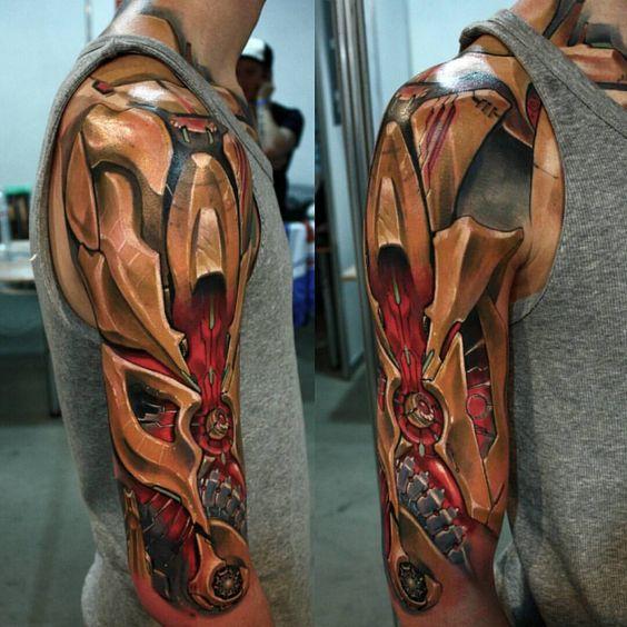 brazo mecanico tatuado