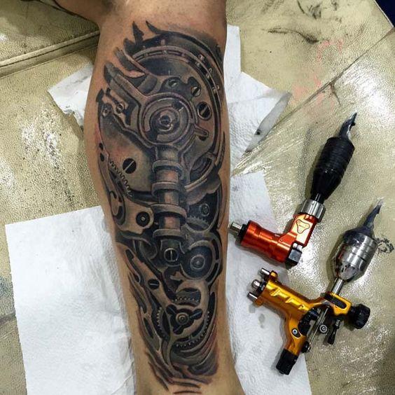 brazo tatuaje blanco y negro