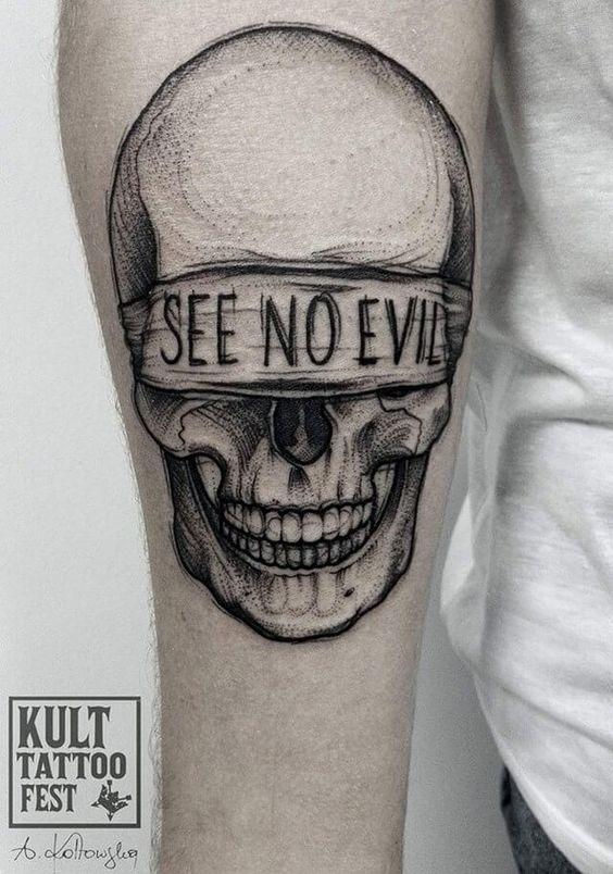 calavera tatuaje en el brazo