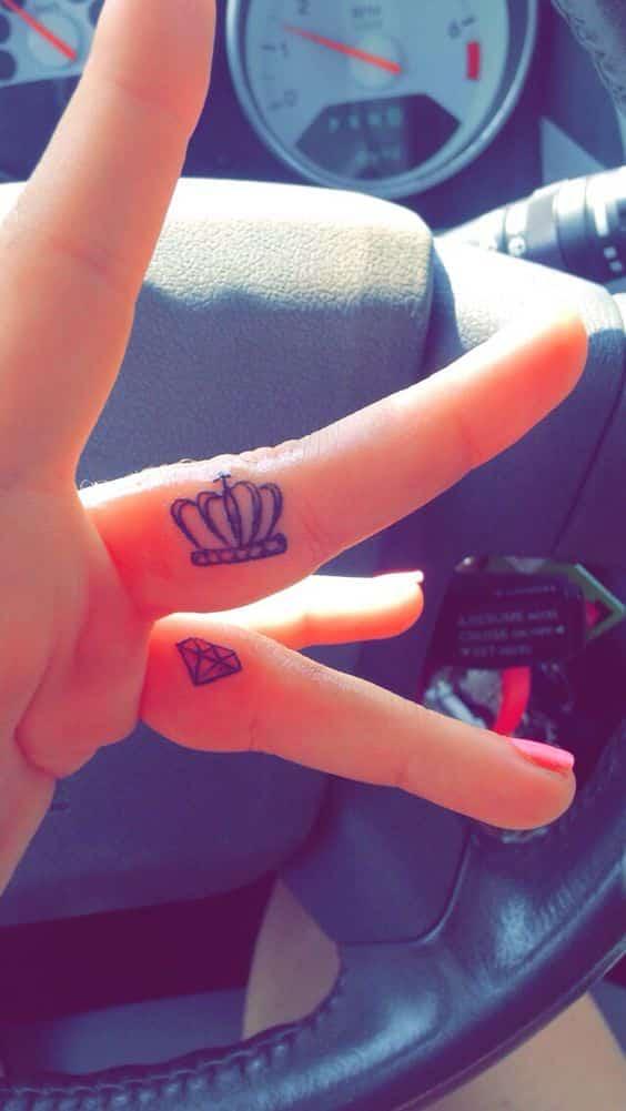 corona y diamantes para tatuajes dedos