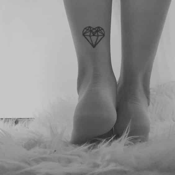 diamante forma corazon tatuaje