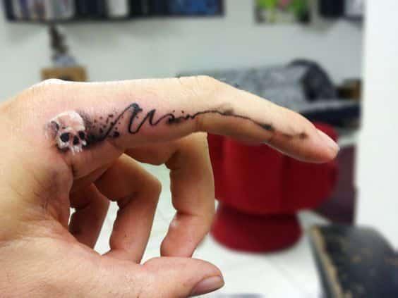 tatuaje calavera en el dedo craneo